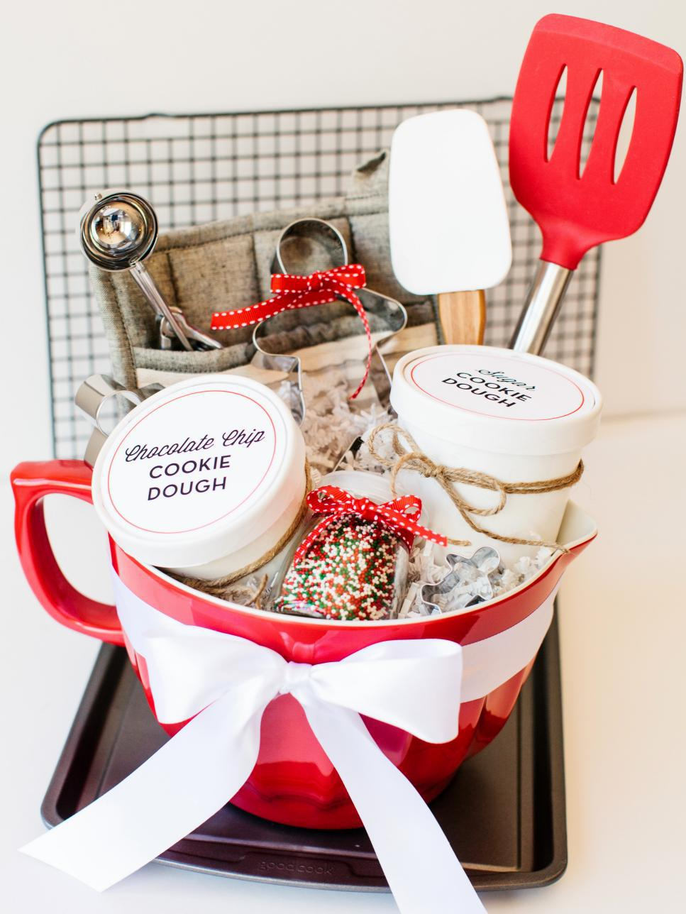 ci-rennai-hoefer_cookie-dough-gift-basket_v-jpg-rend-hgtvcom-966-1288